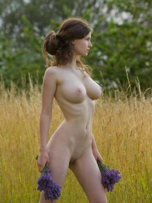 Susann Busty Brunette On The Meadow