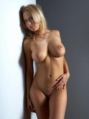 Sabina Amazing Babe Revels Her Amazing Body Curves