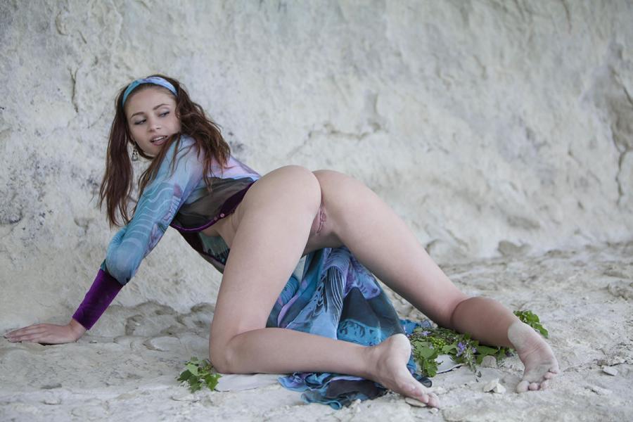 Spilao Skinny Girl In Outdoor Posing Images 313551