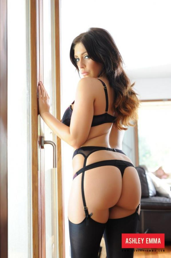 Ashley Emma Perfectly curved hottie shows off her attributes Images 304723
