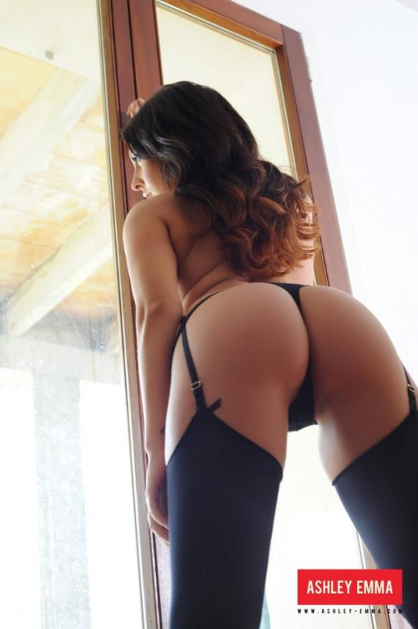 Ashley Emma Perfectly curved hottie shows off her attributes Images 304727