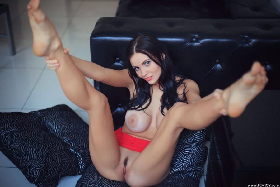Jennifer M Jennifer Is Taking Off Her Red Skirt Images 173253