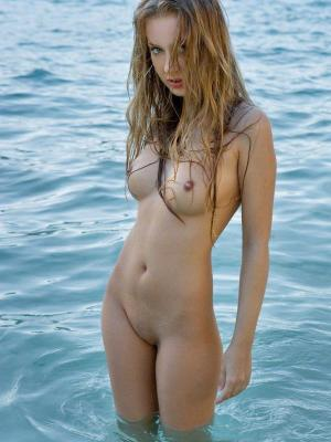 Kinga Nude Babe Kinga On The Beach